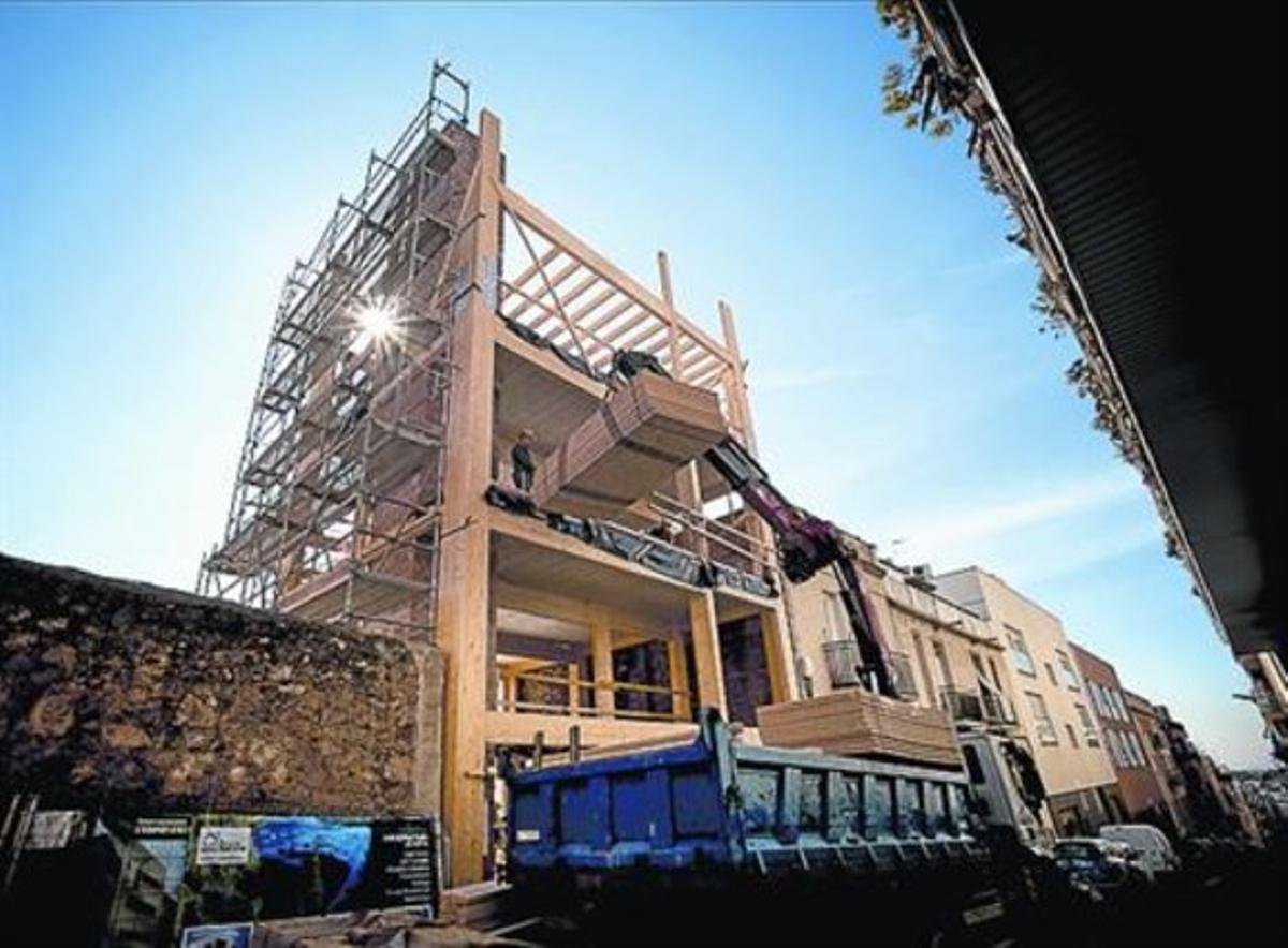 Estructura de la nueva casa de madera del barrio de El Coll.
