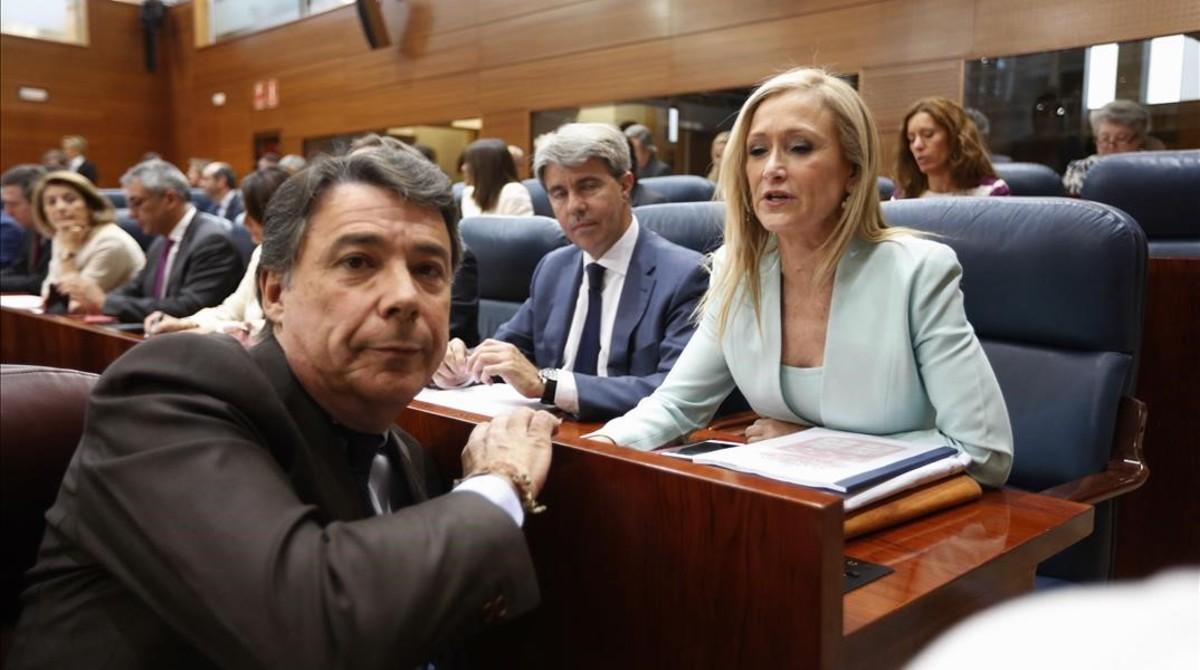 Ignacio González y la actual presidenta de la Comunidad de Madrid, Cristina Cifuentes, en la constitución de la asamblea madrileña, en junio del 2015.