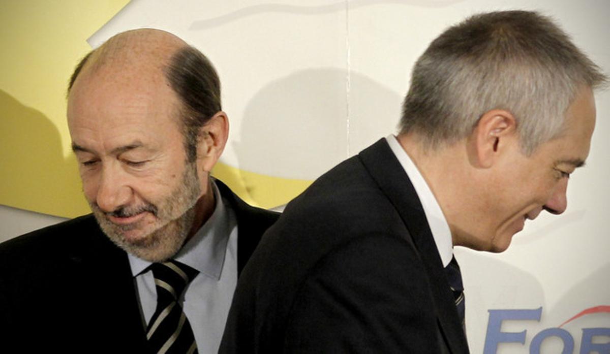 Alfredo Pérez Rubalcaba y Pere Navarro, el pasado octubre, durante un desayuno informativo en Madrid.