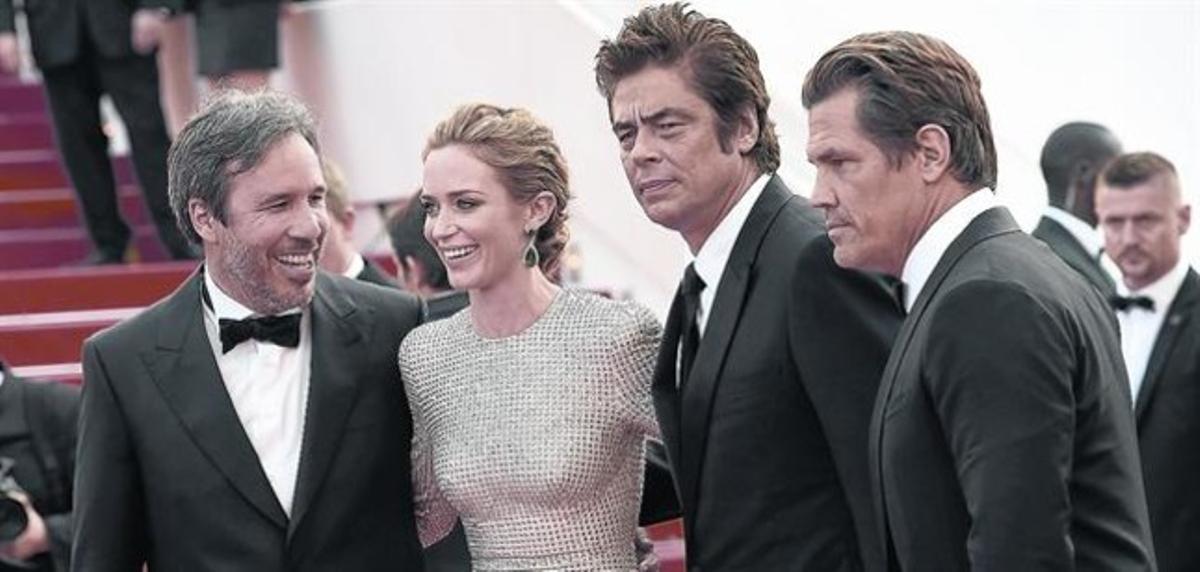 De izquierda a derecha, Denis Villeneuve, Emily Blunt, Benicio del Toro y Josh Brolin, ayer en Cannes.