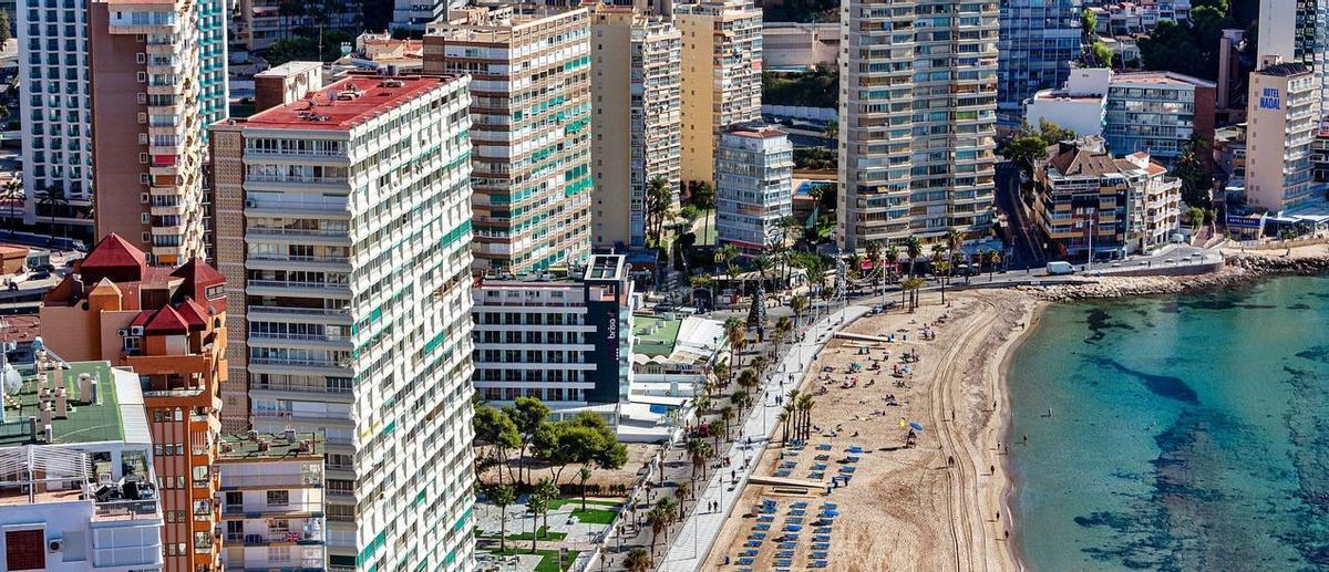 Edificios de apartamentos y hoteles en Benidorm.