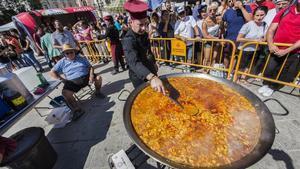 Una de las paellas que se ha cocinado este 20 de septiembre en València para celebrar el Día Mundial del plato