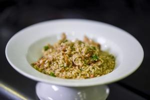 Receta de arroz meloso de conejo, pollo, espárragos, setas y trufa de Carlos Cases, del restaurante Dos Torres.
