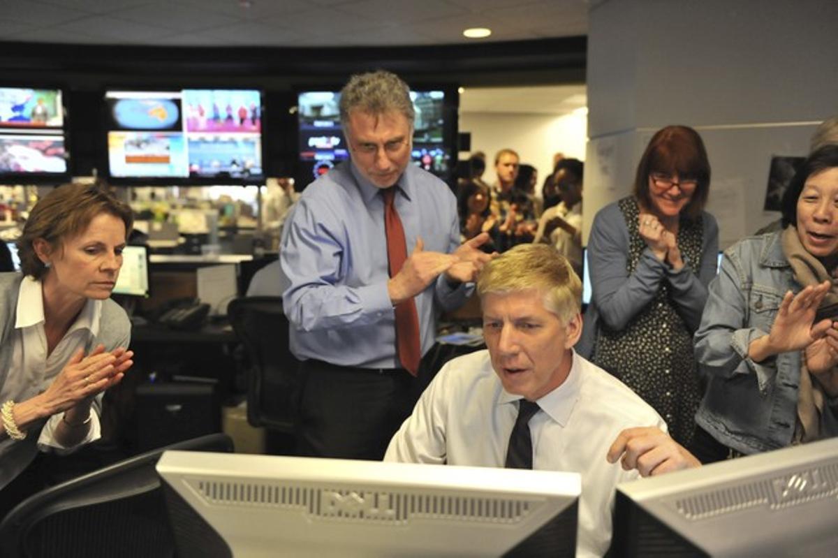 El equipo de 'The Washington Post' lee la lista de los premios Pulitzer.