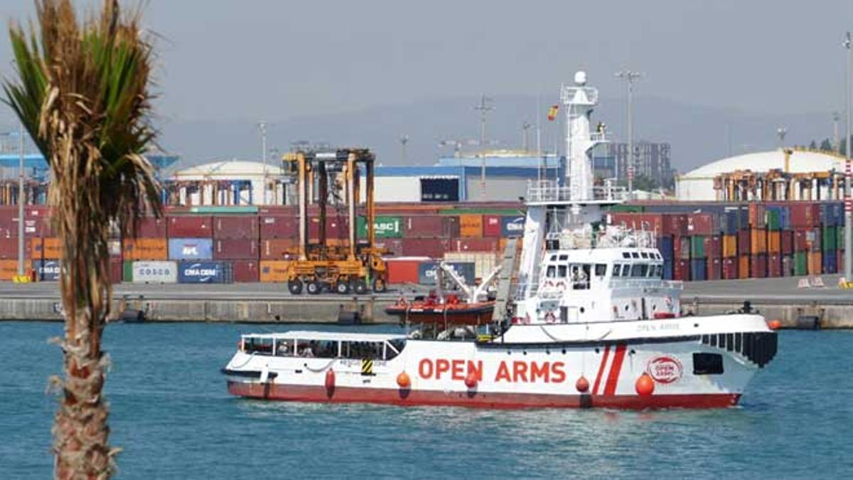 El 'Open Arms' llega a Barcelona