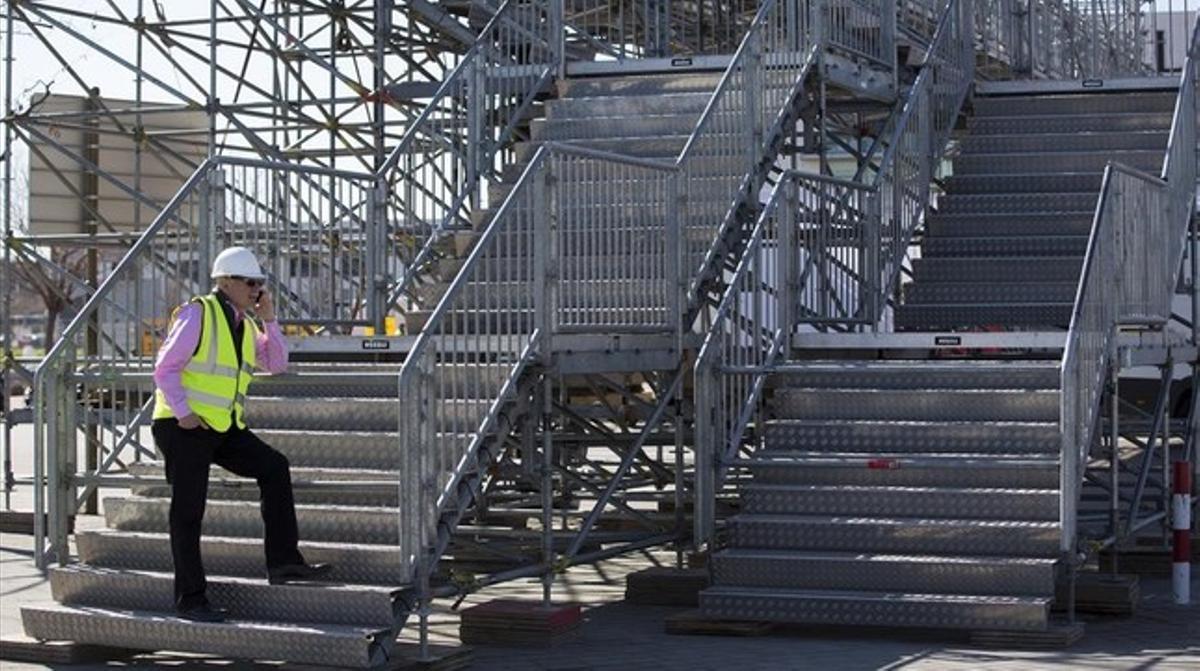 John Hoffman, consejero delegado de la GSMA, organizadora delMobile World Congress, supervisa los preparativos de la feria en el recinto de Gran Via.