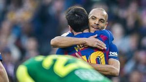 Braithwaite felicita a Messi por un gol ante el Eibar.