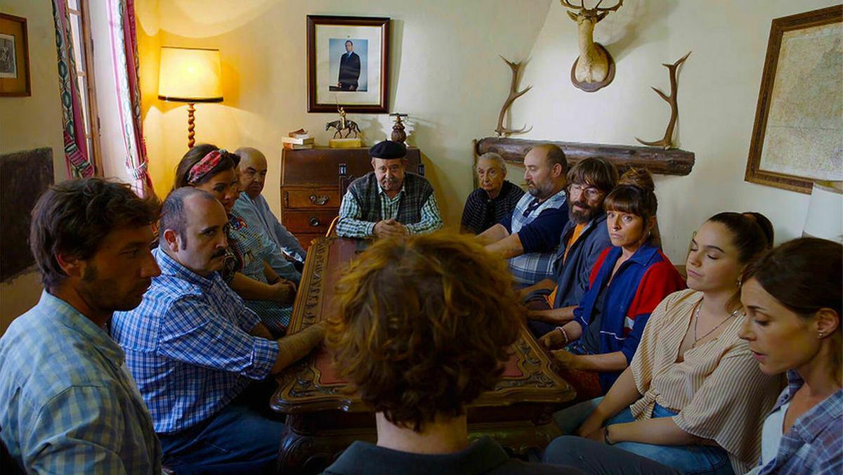 Telecinco retrasa los inicios de 'El pueblo' y 'Madres' en favor de 'Secret Story' y 'La última tentación'