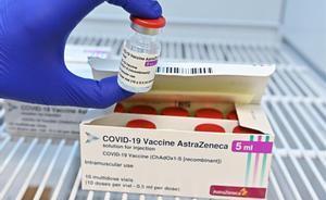 Bloqueadas en Italia 29 millones de dosis de la vacuna de AstraZeneca. En la foto, preparación de una dosis de la vacuna del covid de AstraZeneca en el Hospital San Giovanni Bosco de Turín.