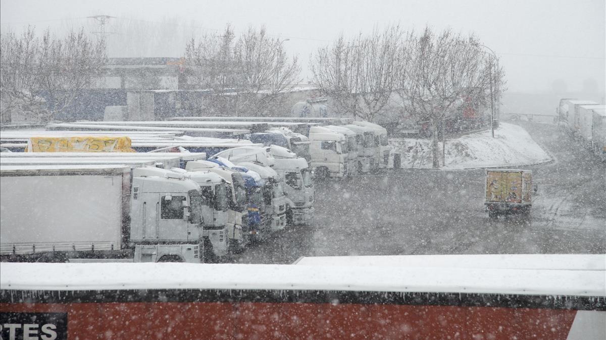 Els experts avalen les inèdites restriccions per la nevada davant la indignació dels transportistes
