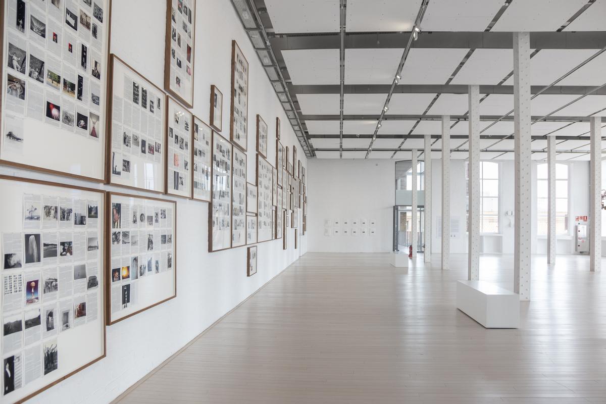 Imagen de la exposición de Adam Broomberg y Oliver Chanari en el centro Fabra i Coats.