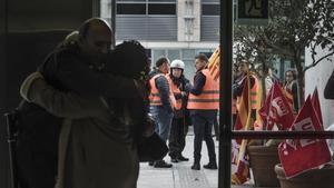 Trabajadores de la DGAIA protestan a las puertas de la sede de la Conselleria de Treball, Afers Socials i Famílies.