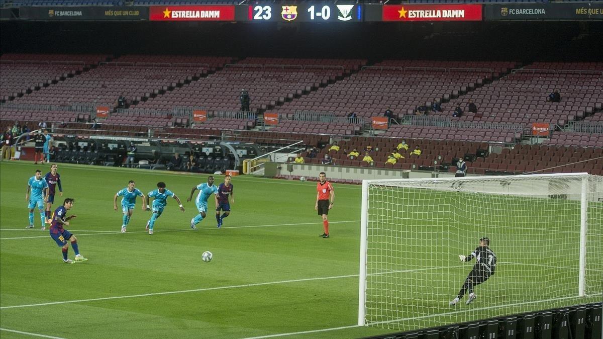 Messi marca de penalti el 2-0 al Leganés en el Camp Nou.