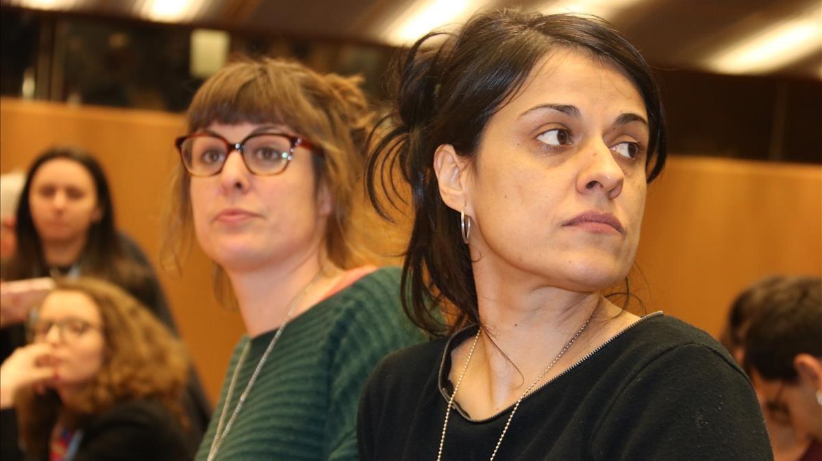 Mireia Vehí junto a Anna Gabriel en el Palacio de la ONU de Ginebra.