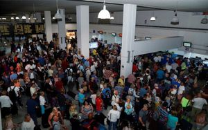 Pasajeros deThomas Cookatrapados en aeropuertos de América Latina.