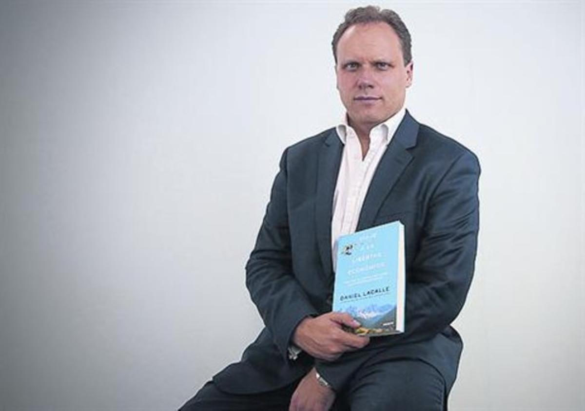 Autor 8 Daniel Lacalle, con su último libro.