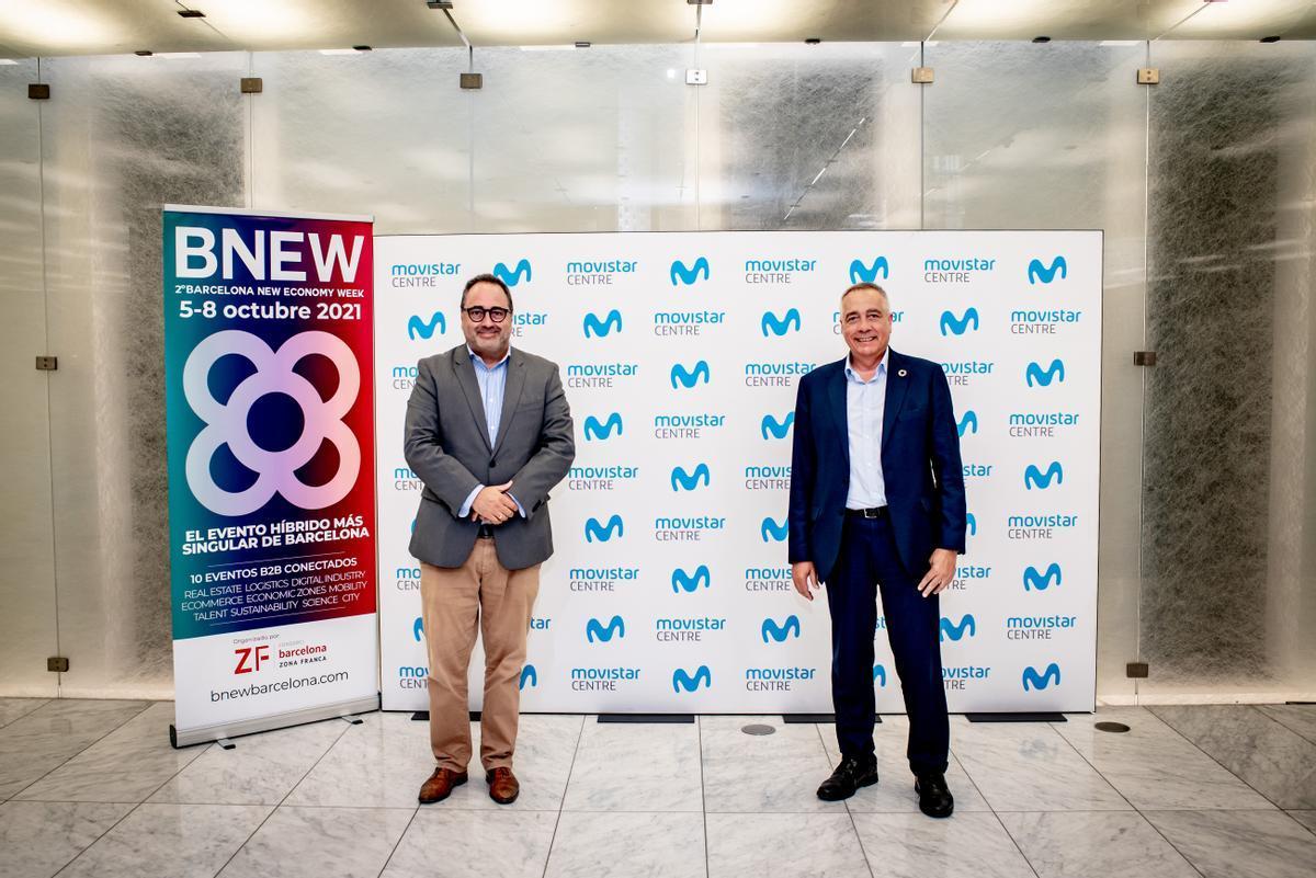 De izquierda a derecha, según la fotografía, José Manuel Casas, director general de Telefónica Territorio Este y Pere Navarro, delegado especial del Estado en el Consorci de la Zona Franca de Barcelona y presidente de BNEW.