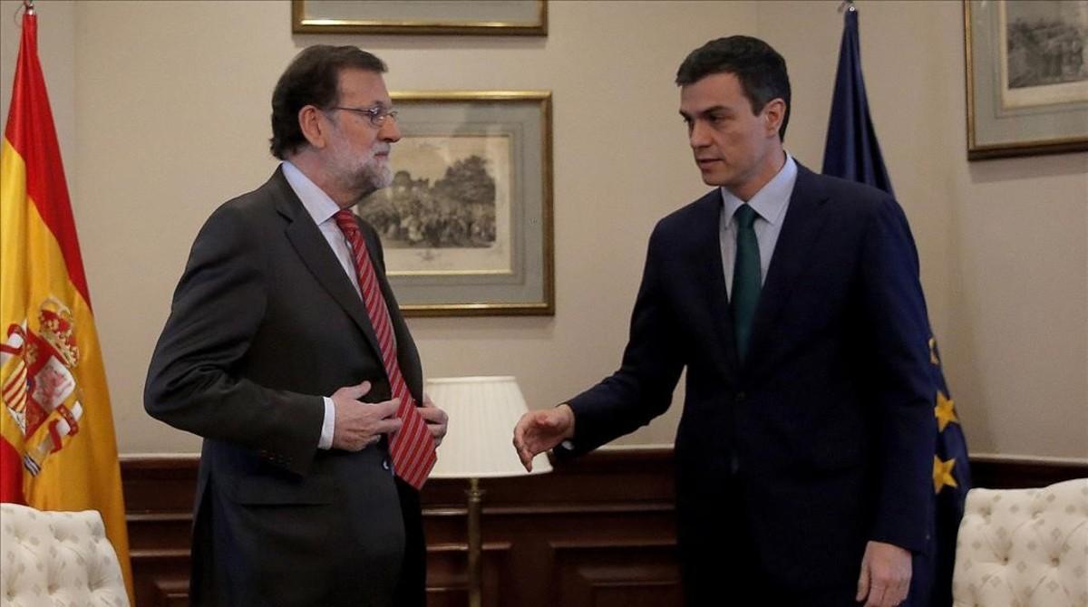 Rajoy y Sánchez, al inicio de la tensa reunión que mantuvieron el pasado 12 de febrero.