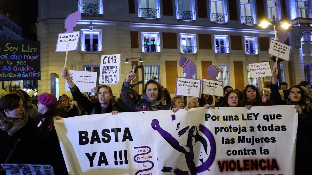 Protesta en la Puerta del Sol de Madrid contra la violencia machista
