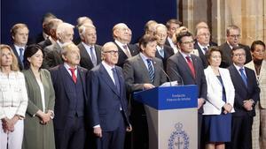 El Premio Princesa de Asturias de la Concordia distingue a la ciudad de Gdansk por su lucha por la libertad. En la foto, los miembros del jurado durante la lectura de su decisión.