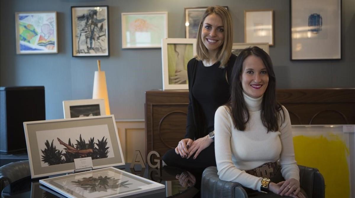 Greta Schindler (izquierda) y Gemma Comabella, el viernes en el Soho House durante la presentación de Artig Gallery.