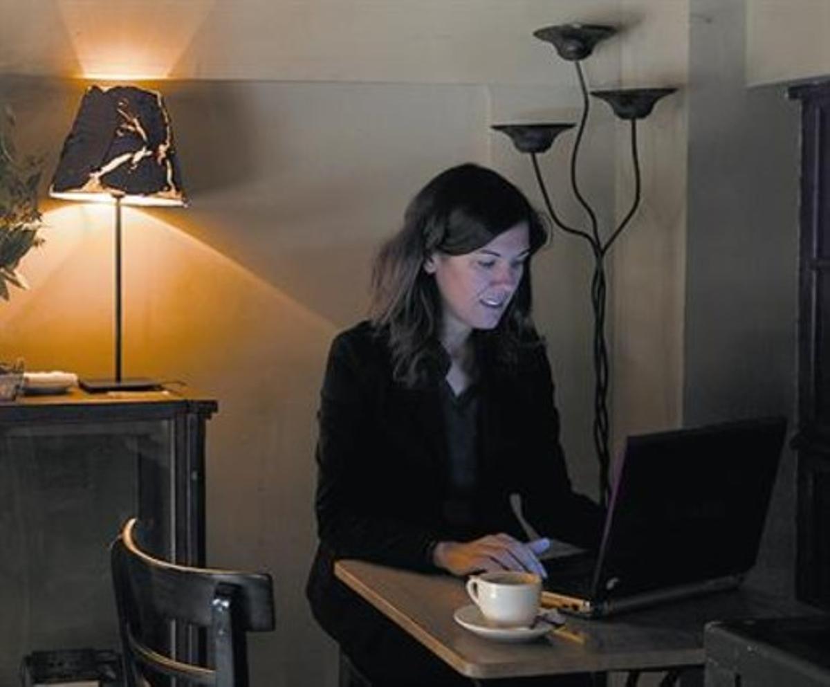 La fundadora 8 Laia Serrano, el miércoles, ante el ordenador.