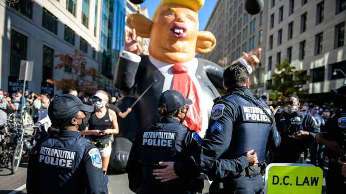 Miles de personas celebran en las calles de Washington DC tras conocer el resultado que da la victoria a Joe Biden como presidente de EEUU. La plaza Black Lives Matter cerca de la Casa Blanca en Washington fue el escenario de los festejos.