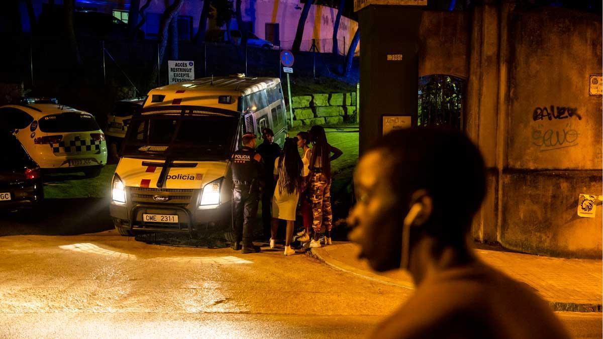 Cuatro heridos en el asalto a un centro de menores migrantes en el Masnou.