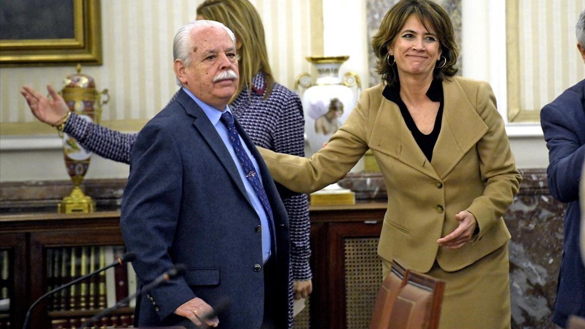 Luis Navajas, teniente fiscal del Tribunal Supremo, y Dolores Delgado, fiscala general del Estado
