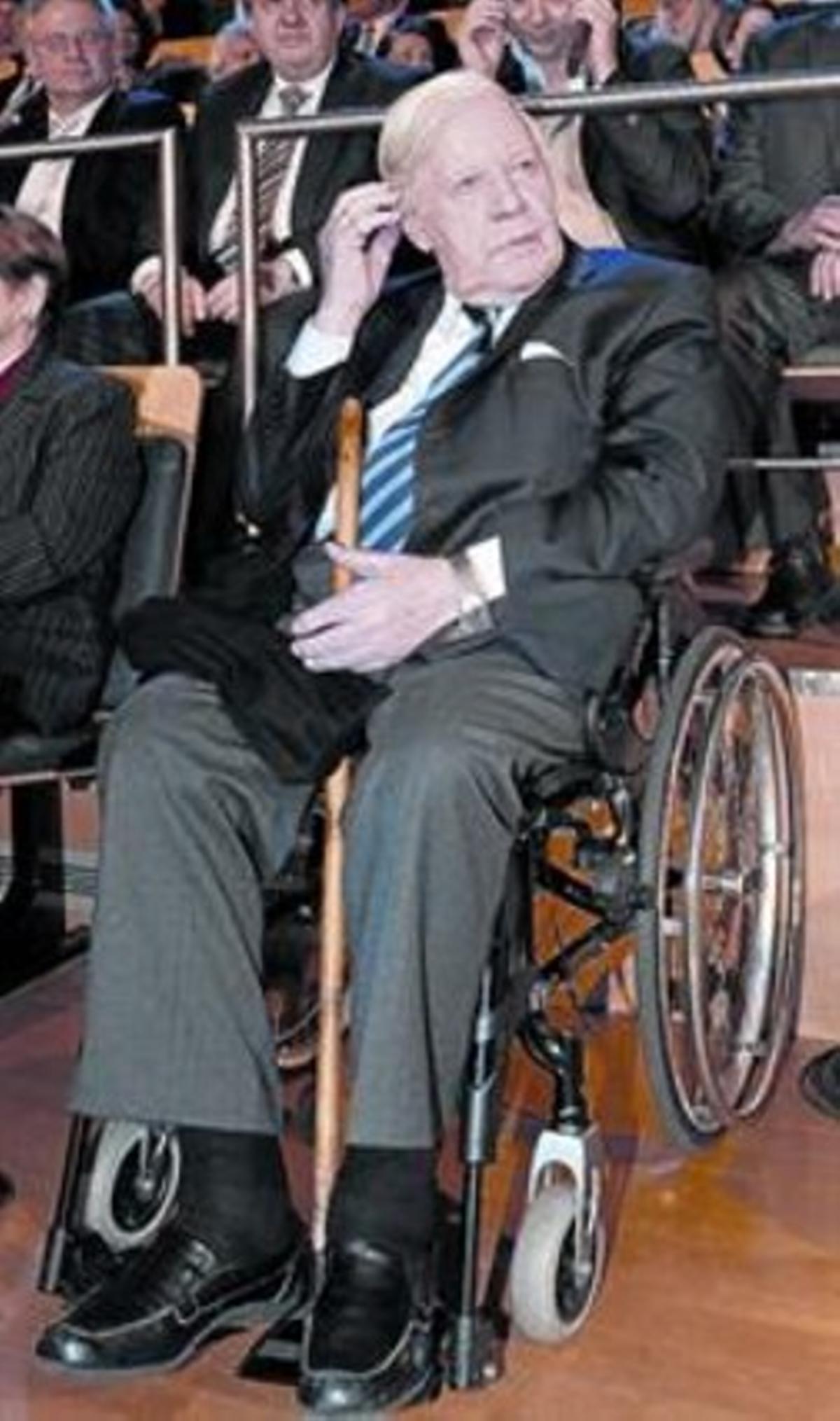 Salud frágil 8 Helmut Schmidt, en una televisión de Hamburgo.