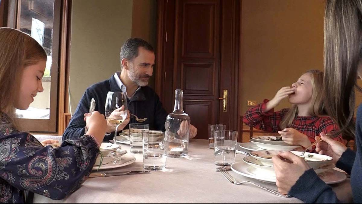 50 aniversario del rey Felipe VI: Leonor se quema con la sopa