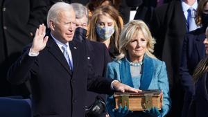 Joe Biden jura como presidente de EEUU.