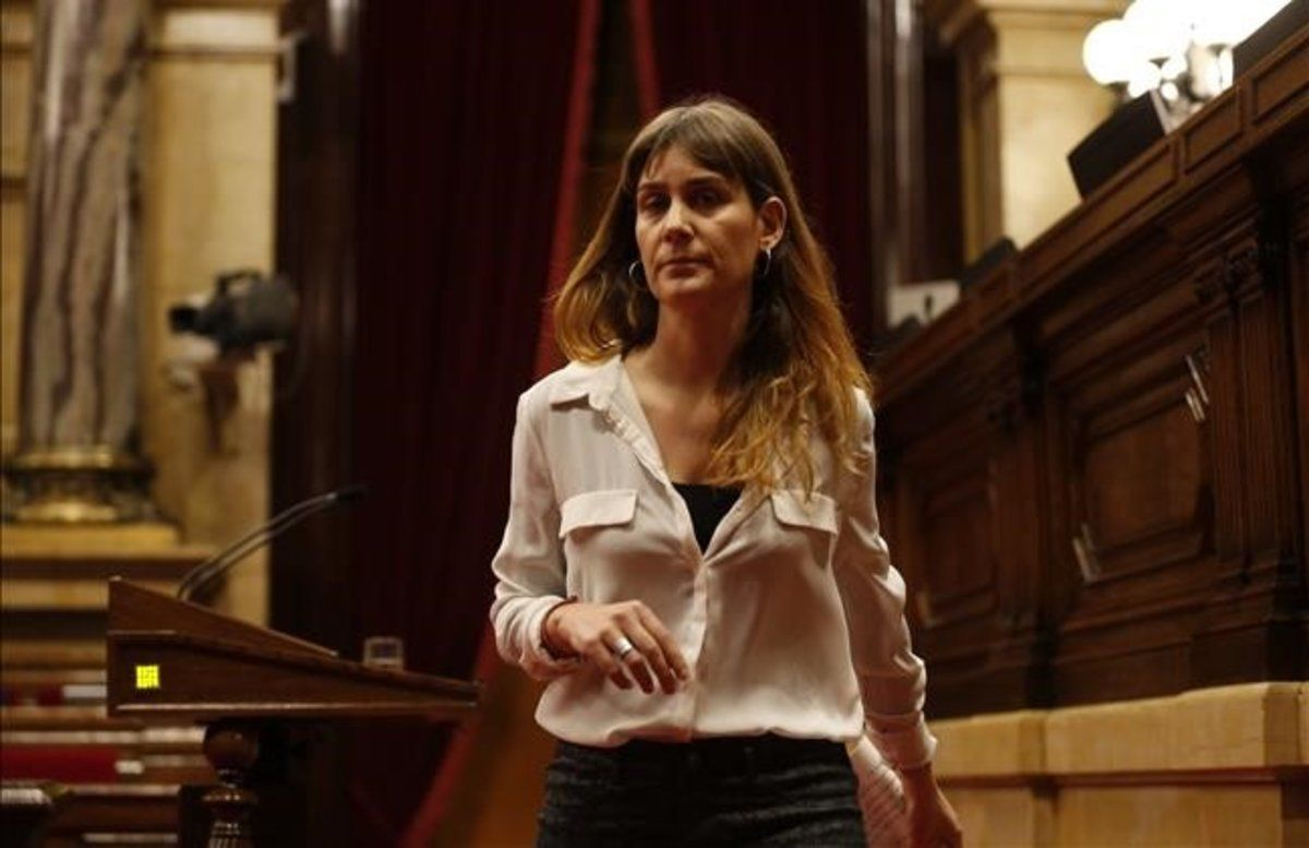 """Els comuns exigeixen """"paralitzar"""" la 'llei Aragonès'"""