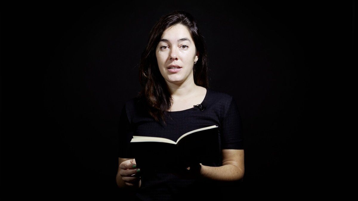 Laia Carbonell, recitando el poema