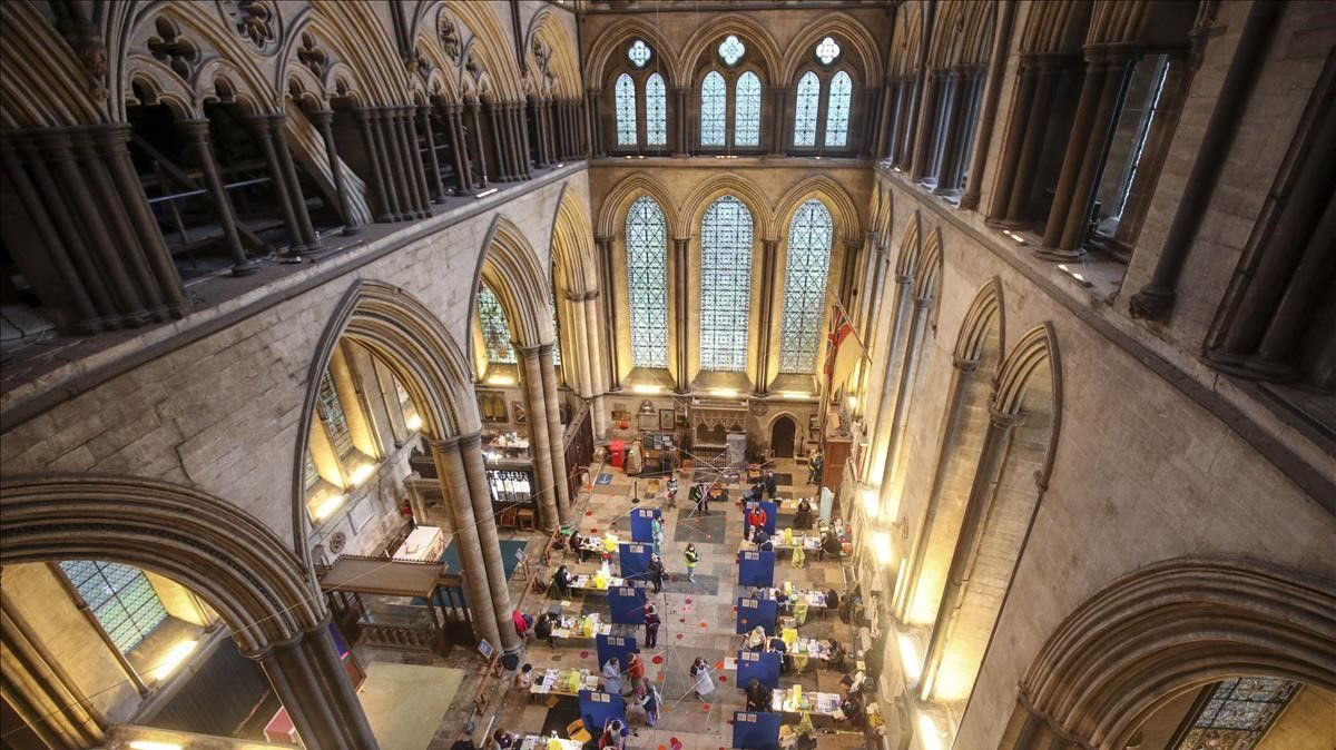 La catedral de Salisbury, Reino Unido, convertida en centro de vacunación anticovid.