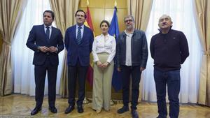 Los presidentes de CEOE y CEPYME, Antonio Garamendi y Gerardo Cuerva, y los secretarios generales de UGT y CC OO, Pepe Alvarez y Unai Sordo, junto a la ministra de Trabajo el 22 de enero.