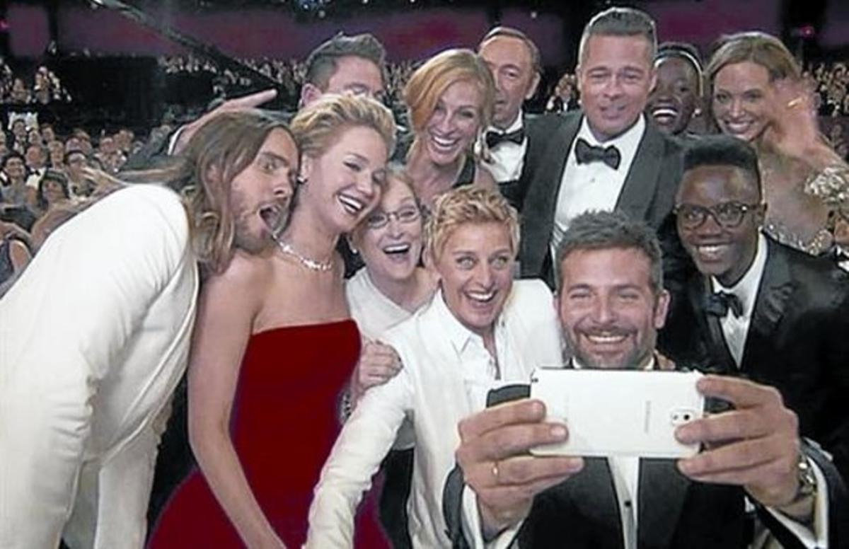 'Selfie' publicitario que tuiteó Ellen DeGeneres en los últimos Oscar.