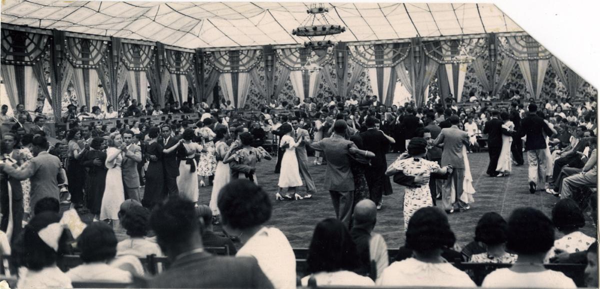'Envelat' de la fiesta mayor de Gràcia durante los años 30.