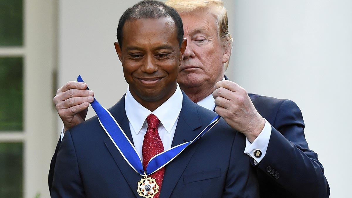 Trump concede la Medalla de la Libertad al golfista Tiger Woods por su carrera.