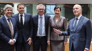 La UE aprova la primera llista negra de paradisos fiscals amb 17 països