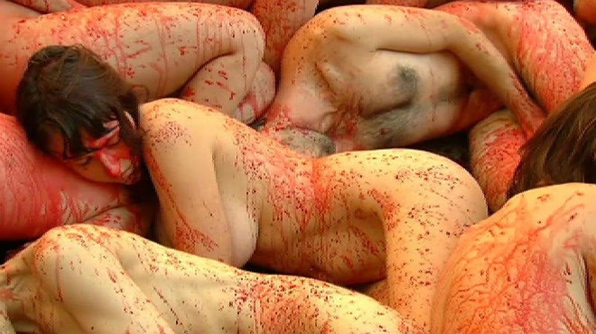 Desnudo colectivo en Barcelona contra el uso de pieles de animales