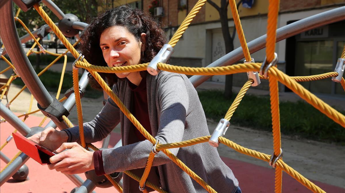 Liliana Arroyo escruta las redes en busca de patrones sociales.