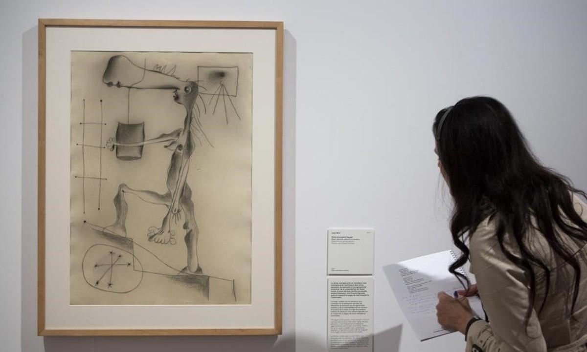 'Mujer desnuda subiendo la escalera'(1937), con una mujer cruelmente deformada, pintado durante la guerra civil,enla renovada presentación de la colección permanente de la Fundació Miró.