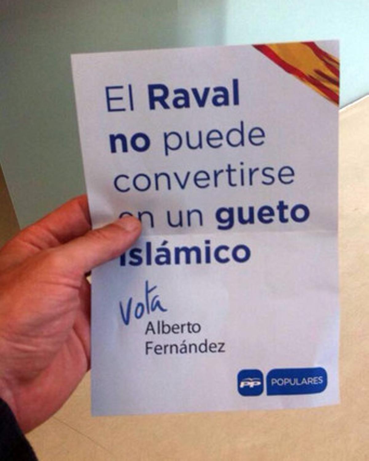 Cartel del PP en el que los conservadores advierten de que el Raval se ha convertido en un gueto islámico.
