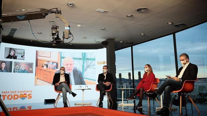 El candidato de Cs a la Generalitat,Carlos Carrizosa y el eurodiputado José Ramon Bauzáy los candidatos por Lleida, Heydi Hernández y Jorge Soler escuchan al vicepresidente de Castilla y León,Francisco Igea.