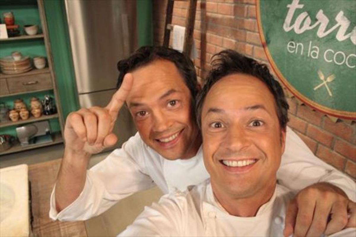 Los chefs Sergio y Javier Torres, ayer, en la presentación del programa de TVE-1 'Torres en la cocina'.