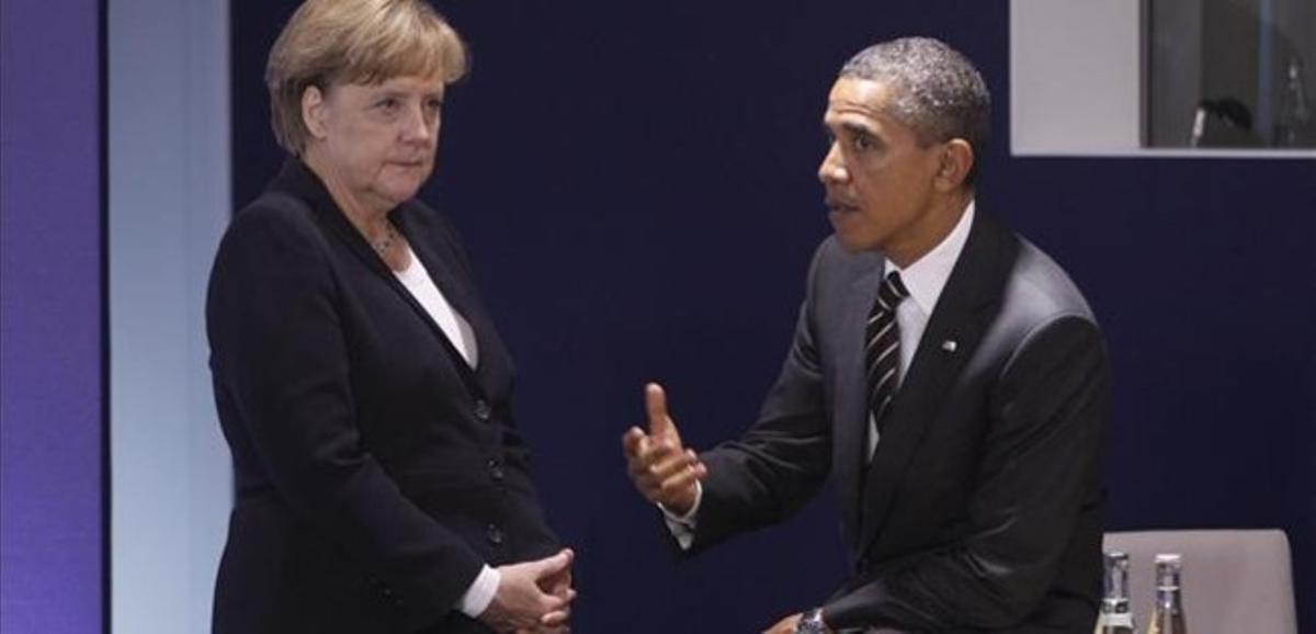 Merkel y Obama charlan durante una reunión del G-20 en Cannes, en el 2011.