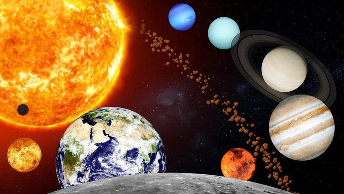 Recreación del sistema solar, con la Tierra en medio del Sol y la Luna y Júpiter (a la derecha del todo) delante de Saturno, representado con sus anillos.