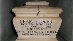 La urna funeria de Bram Stoker, y de su hijo Noel, en el crematorio Golders Green de Londres.