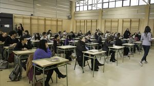 La conselleria d'Educació ajorna les oposicions a final d'any i els sindicats ho rebutgen